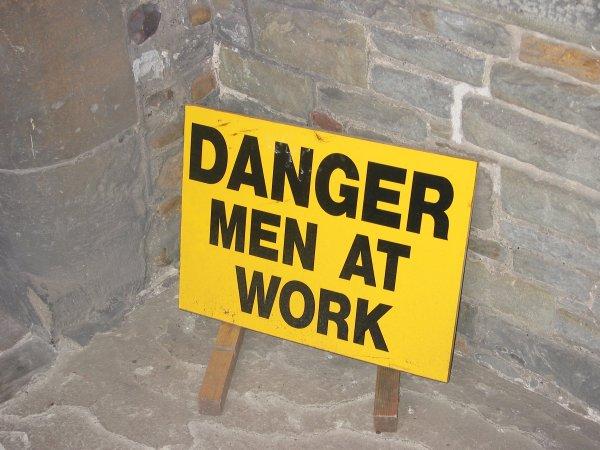 Perigo: homens no trabalho!