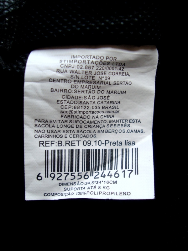 """Etiqueta de composição da """"ecobag"""" das Lojas Americanas. 100% polipropileno e feita na China."""