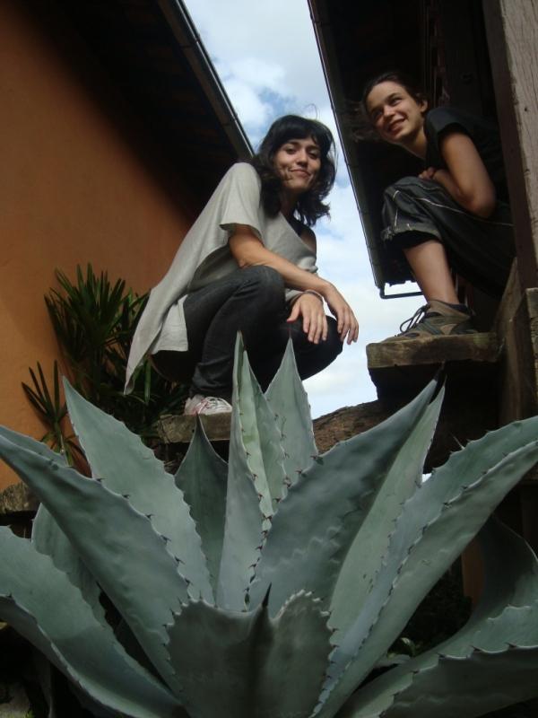 Mães solteiras: eu (à esq.) e Silvia. Cadê os pais, Daniel e Genaro? ¬¬