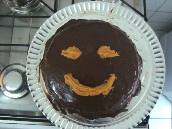 Design de bolo: agora, só com diploma de Designer de Produto. BTW, esse aí fui eu que fiz (é brigadeiro com doce de leite, la bomba).