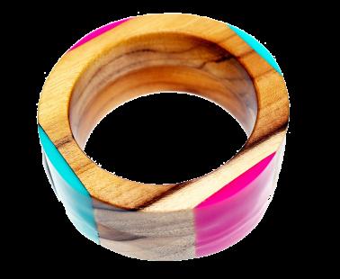 Pulseira em madeira e polímeros. A Casquinha agora produz também para o setor de joias e bijuterias.