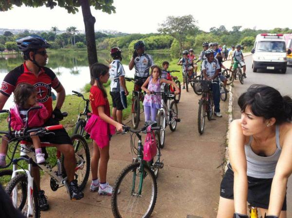 Eu andando de bike em Lagoa Santa - MG. Ao que sei sobre bicicleta, é mais que um objeto, mais que um esporte, mais que um estilo de vida: é uma ideologia.