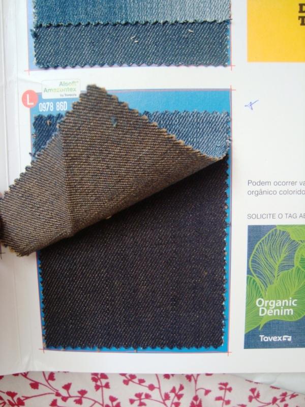 Denim com trama de algodão orgânico naturalmente colorido, da Tavex.