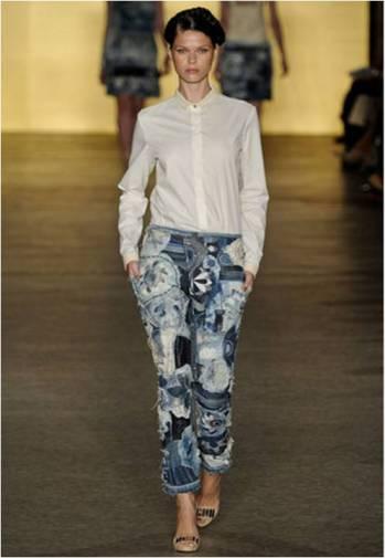 Calça de patchwork de jeans.