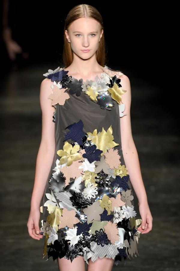 Look de Jefferson Kulig: pregar florzinha no vestido não implica em sustentabilidade.