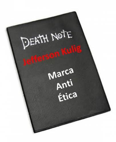 Jefferson Kulig no caderninho preto.