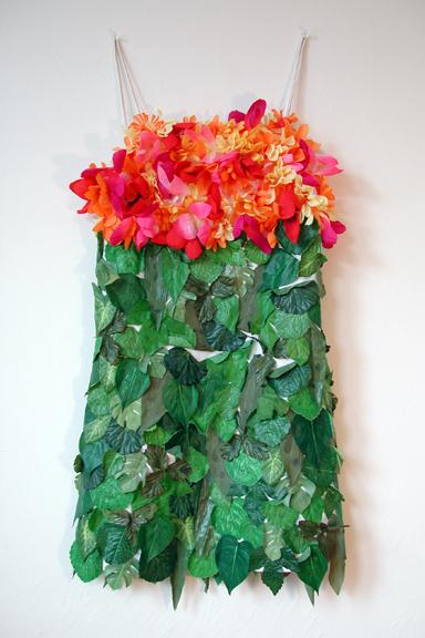 Aplicações de flores sempre são moda em propostas mais carnavalescas, como pedem as fantasias tropicais.