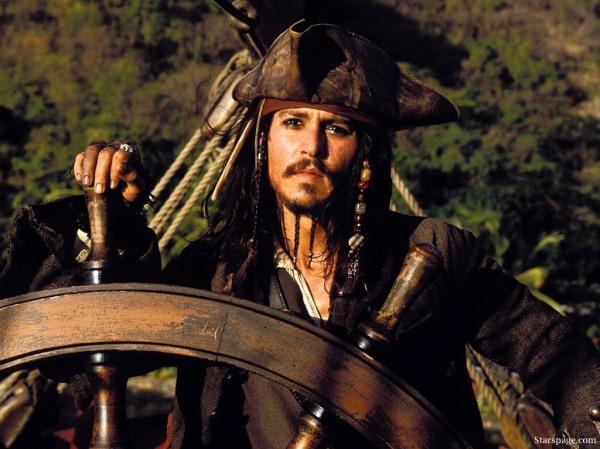 Até o pirata Jack Sparrow fica aborrecido quando vê os DVDs piratas do seu filme...