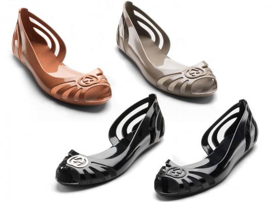 "Gucci ecoshoes: design ""quatrocentão"", tradicional, ladylike, de poliéster."