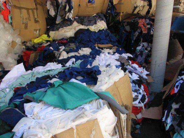 Resíduos têxteis sólidos, mais conhecidos como retalhos.