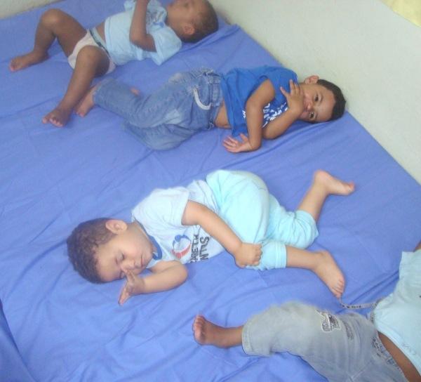 Centenas de crianças desfavorecidas/carentes são beneficiadas pela ONG Cantinho do Céu na Terra.