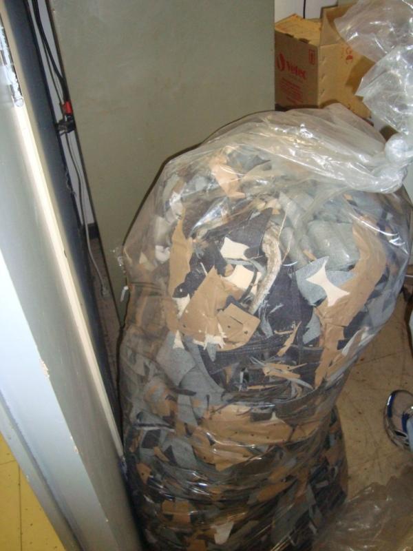 Um dos sacos de retalhos doados pela Patogê para a confecção da cadeira.
