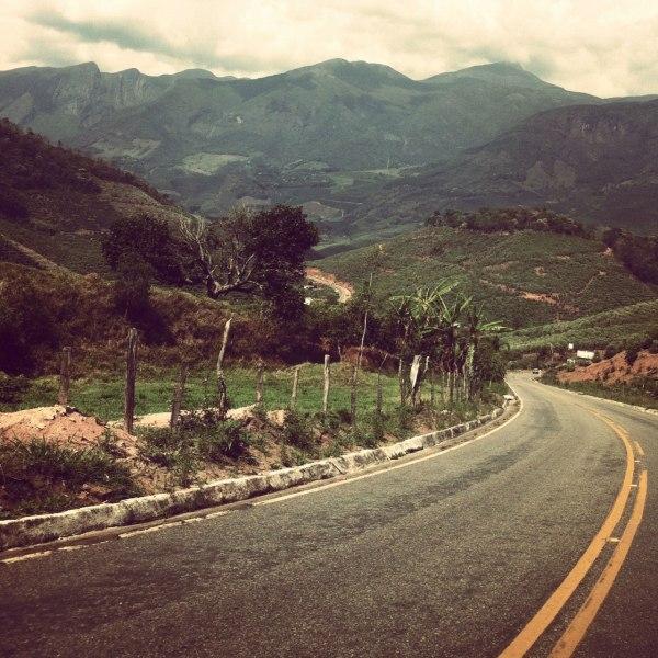 O Pico da Bandeira estava bem atrás dessas montanhas anãs de jardim.